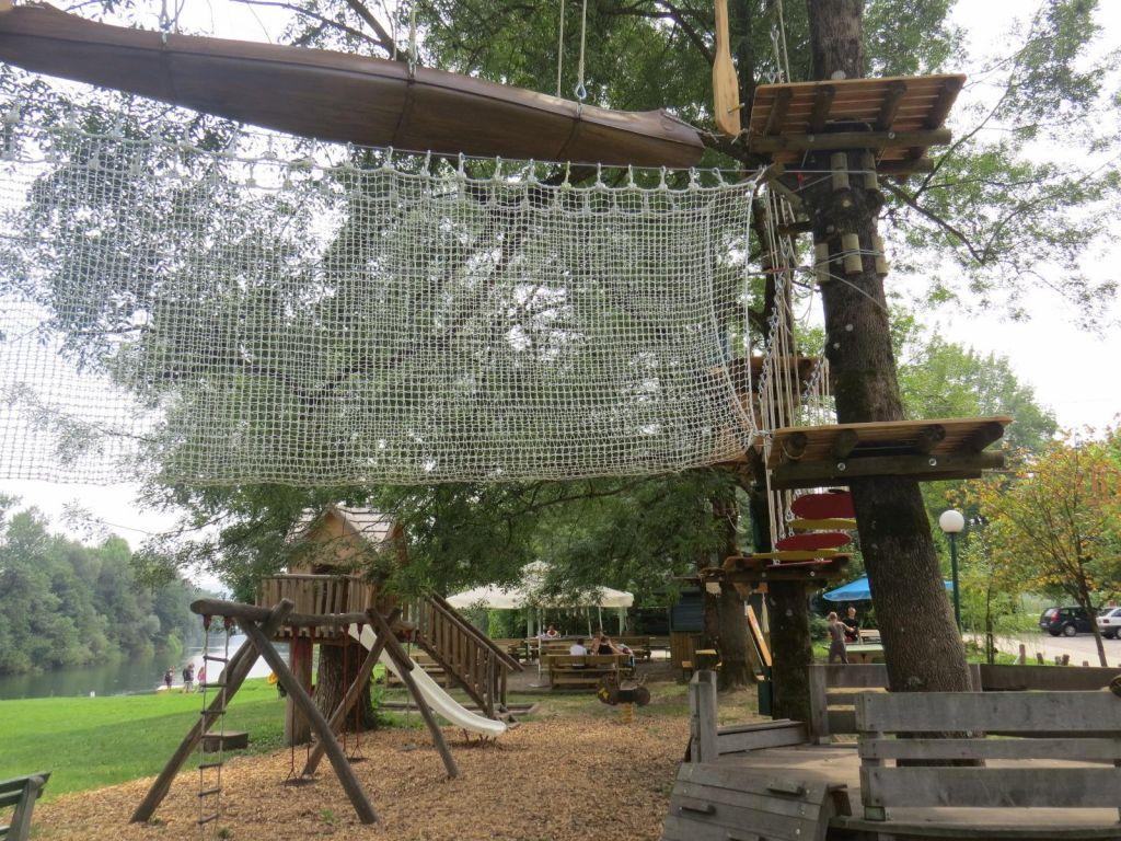 FOTO:V kampih ob Kolpi so veseli ograje