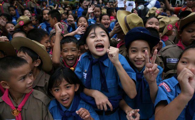 Praznovanje ob golu? Ne. Ekipa nogometnega moštva Merjasci se je srečno vrnila iz tajske jame Tham Luang. FOTO Reuters