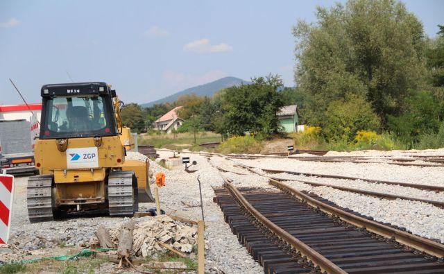Na železniški postaji Kočevje še polagajo novo progo. Foto Simona Fajfar