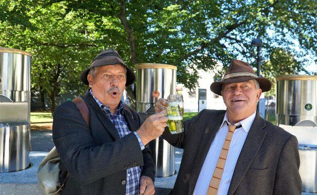 Tudi koroški splavarji na Dravi se na poti mimo Žalca radi ustavijo pri fontani piv. FOTO: Brane Piano