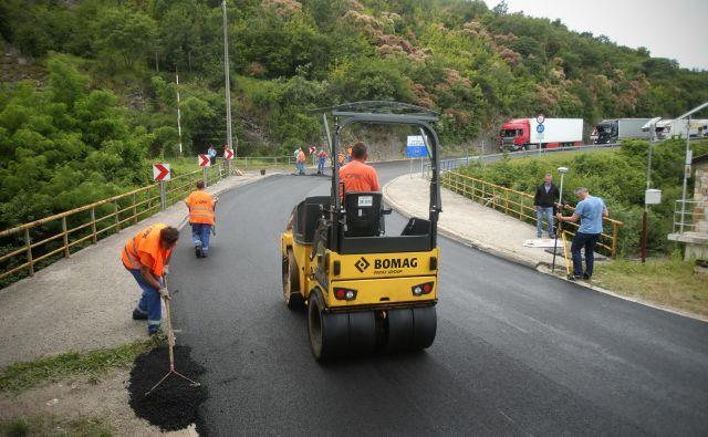 Pri umestitvi cest ne odloča kakovost tal. FOTO: Jure Eržen/Delo