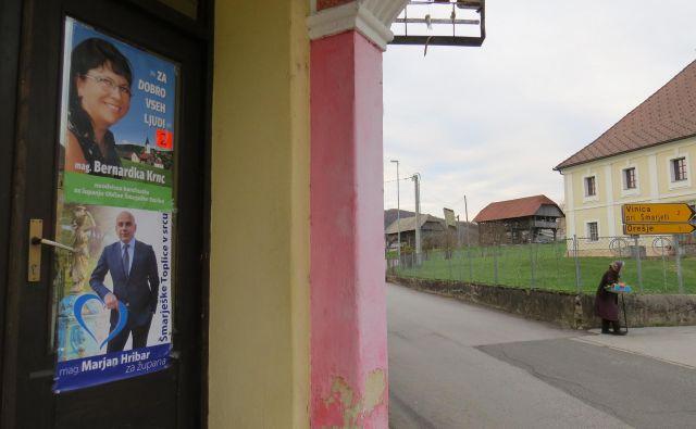 V topliški občini je mogoče videti plakate obeh kandidatov na vsakem koraku. FOTO: Bojan Rajšek
