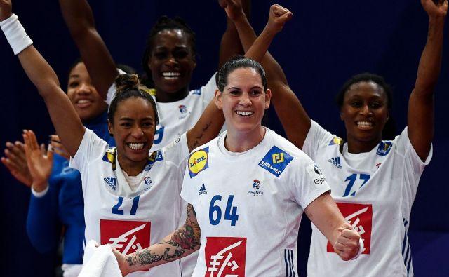 Veselje francoskih rokometašic po uvrstitvi v finale. FOTO: AFP