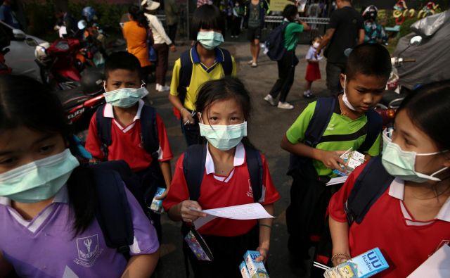 Guverner Bangkoka je 437 šolam ukazal začasno zaprtje. FOTO: Athit Perawongmetha/Reuters