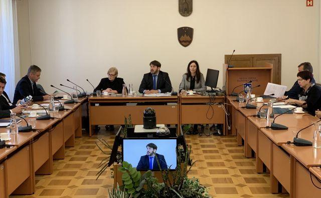 Zagovornik načela enakosti Miha Lobnik na terenu zbira podatke tudi o sistemski diskriminaciji. FOTO: Mateja Kotnik