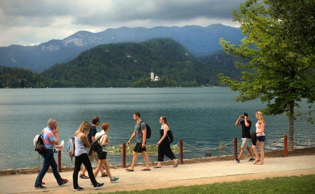 Lani so na Bledu našteli več kot 1,1 milijona nočitev, gostje pa so prišli iz kar 198 držav, največ je bilo Britancev. FOTO: Jure Eržen/Delo