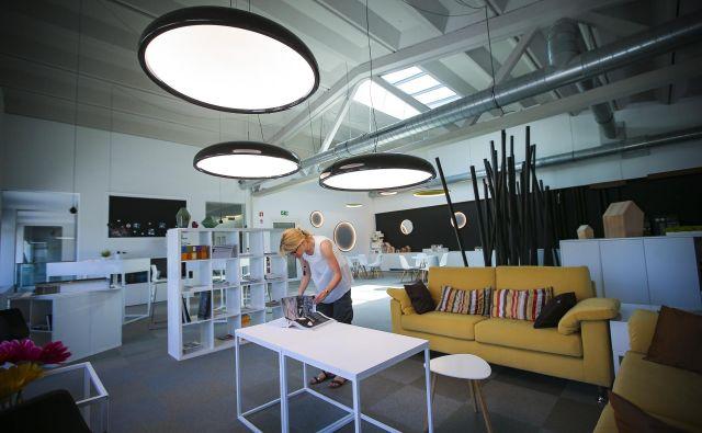 V Intra lighting ne govorijo o pametni svetilki, temveč o pametni rešitvi razsvetljave. FOTO: Jože Suhadolnik/Delo