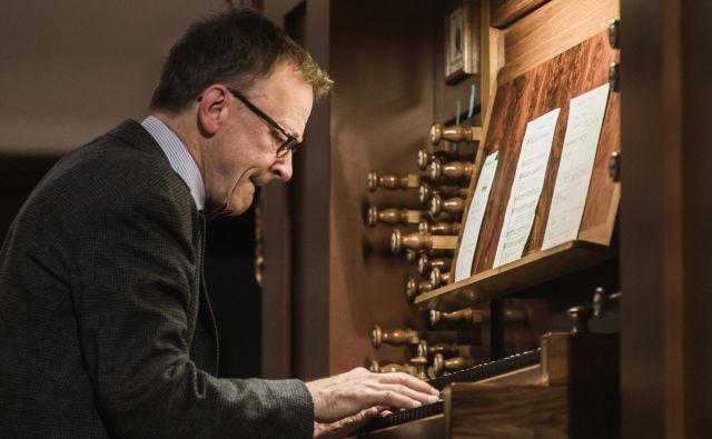 švicarski organist Rudolf Lutz, eden od vodilnih poznavalcev zgodovinskih tehnik improvizacije. Foto Jana Jocif