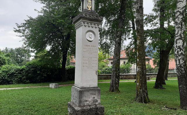 Jenkovi dnevi so se simbolno začeli ob Jenkovem spomeniku v kranjskem Prešernovem gaju. FOTO: Janez Porenta