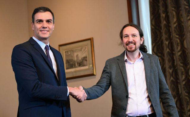 Vršilec dolžnosti španskega predsednika vlade Pedro Sánchez in vodja skrajno leve Unidas Podemos Pablo Iglesias sta vendarle zbližala stališča. Foto: Afp