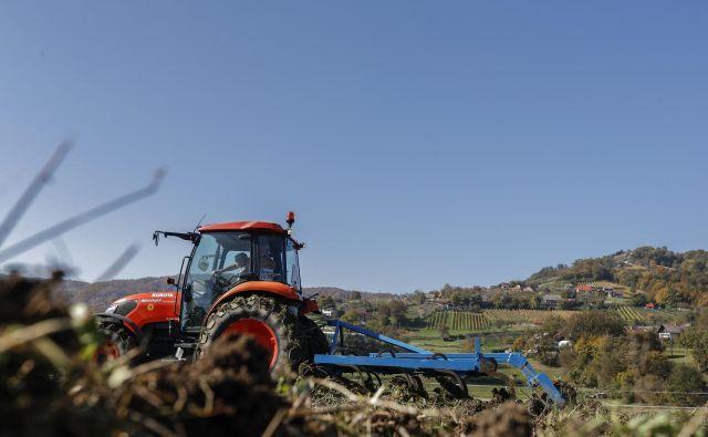 Denar, ki se zbere za kmetijstvo, bi moral biti ciljno namenjen za prakse, ki dejansko prispevajo k ohranjanju okolja oziroma narave, podpirati pa je treba manjše kmetije, ki izvajajo trajnostne prakse in skrbijo za območja z visoko naravno vrednostjo, v pismu pozivajo znanstveniki. FOTO: Uroš Hočevar