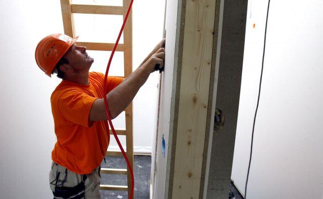 Stroški gradnje so v zadnjih letih opazno zrasli, na to pa so vplivale tako cene materiala, še bolj pa dela. Foto Blaž Samec