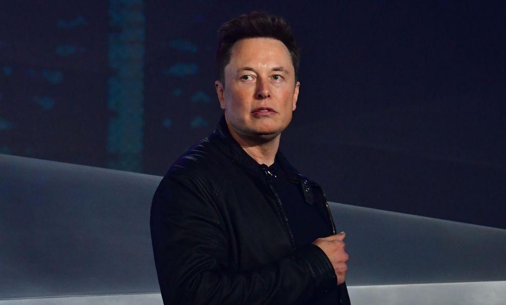 Musk zavrnil poravnavo z jamarjem, ki ga je označil za pedofila