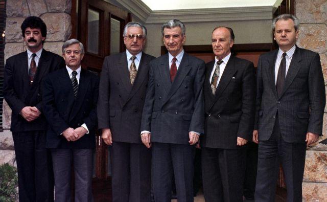 Na sarajevskem srečanju šesterice jugoslovanskih voditeljev je Tudžman prvi podprl kompromis federalnih in konfederalnih rešitev.