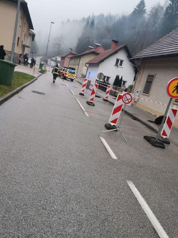 Evakuirali 10 oseb, nevarnosti eksplozije ni