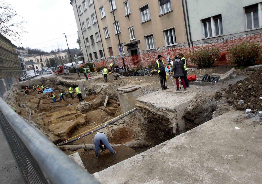 FOTO:Obnove v Ljubljani se selijo na vpadnice