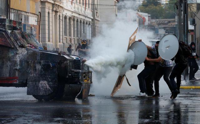 Množičnih protivladnih protestov v Boliviji, Čilu, Ekvadorju in Kolumbiji ne gre označevati za »južnoameriško pomlad«. FOTO: Reuters