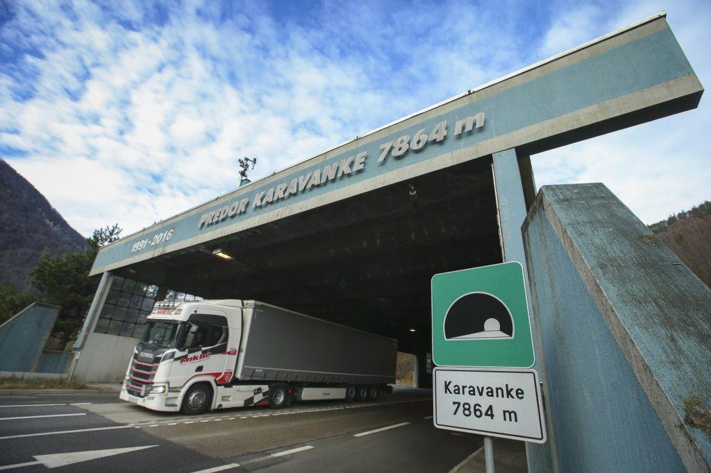 Tovornjaki povsem zasedli postajališča gorenjske avtoceste