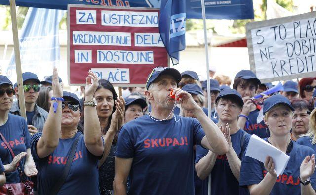 Sindikati javnega sektorja med drugim opozarjajo na specifike različnih poklicev, ki so v njem. Foto Leon Vidic/delo