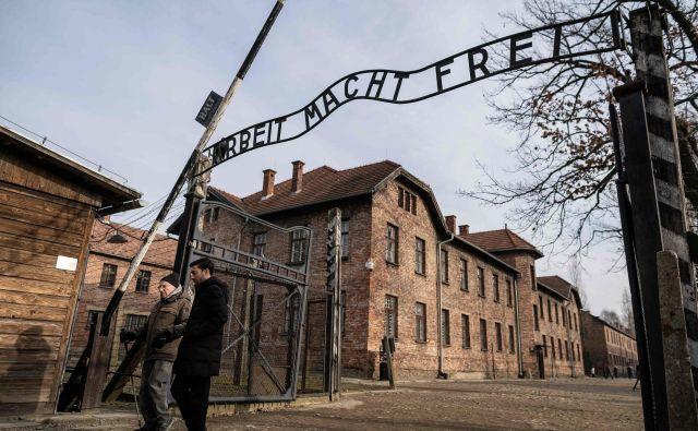 Je priložnost, da potrdimo: spominjamo se. FOTO: Wojtek Radwanski/AFP