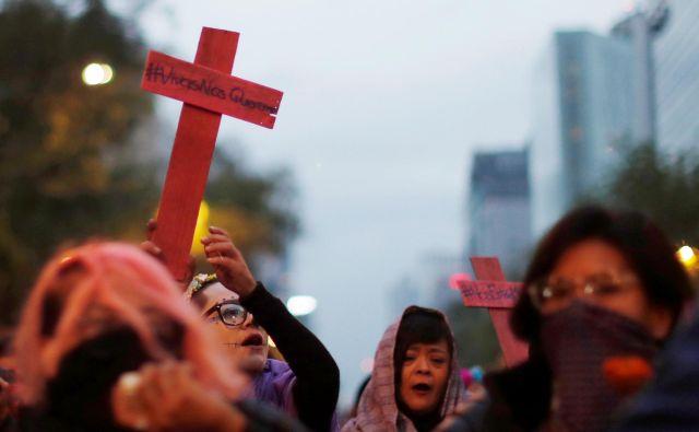 Udeleženke shoda proti femicidomv Mehiki novembra lani. FOTO: Carlos Jasso/Reuters