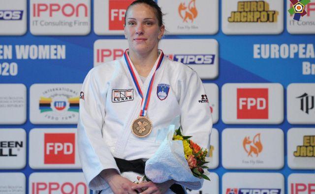 Anka Pogačnik se je na turnirju v Bratislavi ovenčala z zlato lovoriko v kategoriji do 70 kilogramov. FOTO: EJU