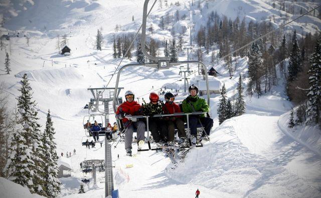 Zime čedalje bolj skoparijo s snegom. Na fotografiji smučarski center Vogel. FOTO: Uroš Hočevar/Delo