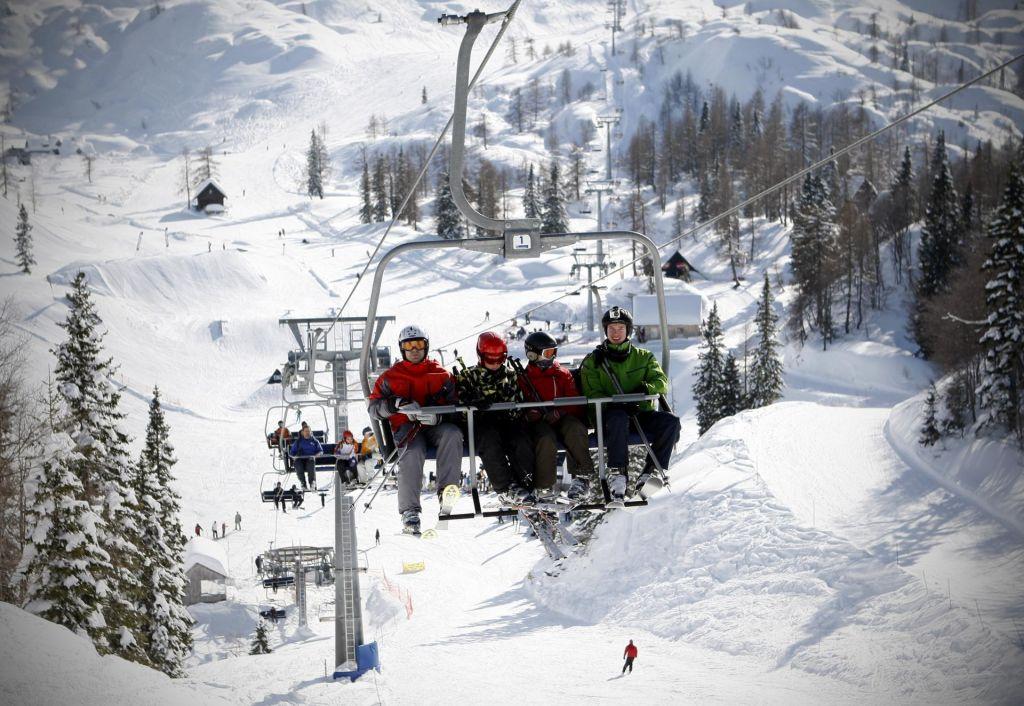 FOTO:Turistični centri na Gorenjskem se vse težje promovirajo kot smučarski centri