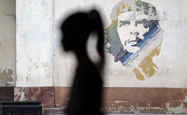 Kubanke predstavljajo približno štirideset odstotkov zaposlenih in povprečno zaslužijo manj od moških. FOTO: AFP