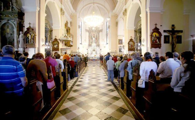 Slovenski škofje so na včerajšnjem zasedanju v Murski Soboti pozvali katoličane k molitvi za zdravje in upoštevanju navodil za preprečevanje epidemije koronavirusa. FOTO: Roman Šipić/Delo