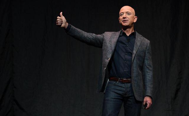 Jeff Bezos kljub krizi ostaja najbogatejši človek na planetu. FOTO: Reuters