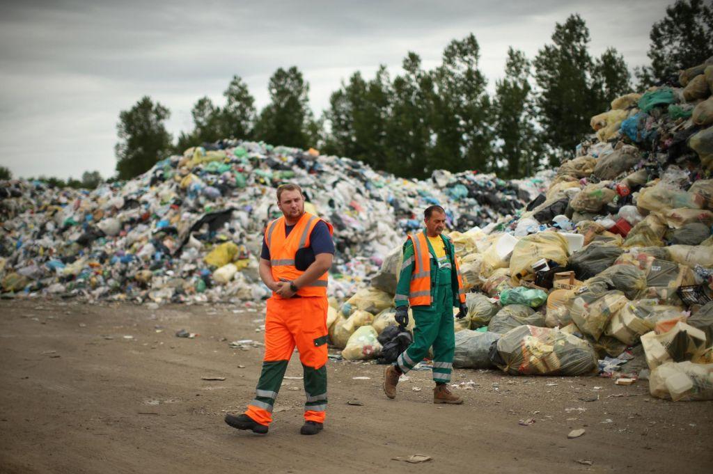 FOTO:Odpadna embalaža se še naprej kopiči, kljub epidemiji