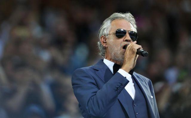 Andrea Bocellise je odzval na vabilo milanskega župana<strong></strong>in milanske nadškofije. FOTO: Carl Recine/Reuters
