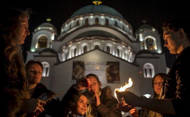 Glavna dilema za srbsko vlado so zdaj velikonočni prazniki, ki jih bo pravoslavni svet praznoval ta konec tedna. Foto: REUTERS/Marko Djurica