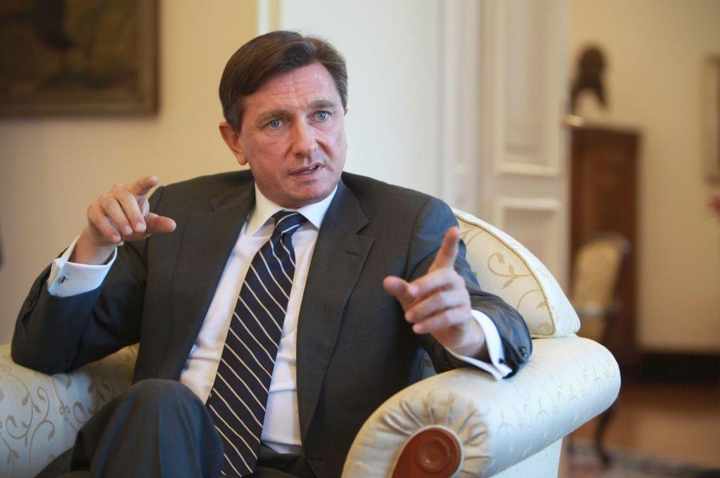 FOTO:Pahor obžaluje, da je prišlo do razkritij o nepravilnostih pri dobavi mask