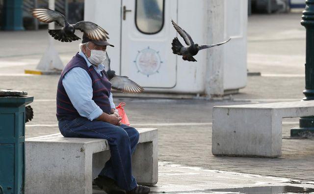 Upad empatije v zadnjih dneh je mučno gledati. Ustvarjamo si vsak svoj geocentrični mehurček. Foto Reuters