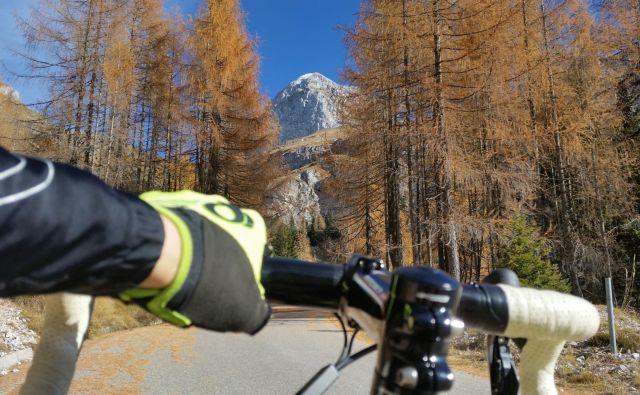 Razgibane slovenske pokrajine s številnimi naravnimi lepotami so idealna izbira za kolesarske izlete. FOTO: Špela Javornik/Delo