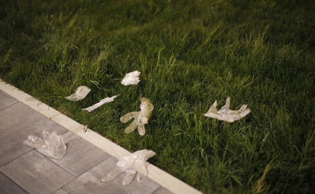 Med epidemijo covida-19 je ozaveščenost glede odlaganja odpadkov zelo popustila. FOTO: Jure Eržen