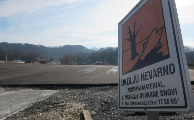 Vsa sodišča so potrdila, da je bila dolžnost občine sanirati onesnaženo zemljino. FOTO: Špela Kuralt/Delo