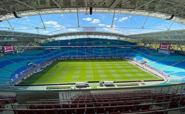 Sporočilo konca tedna iz Nemčije: bolje nogomet na praznih štadionih kot svet brez nogometa. FOTO: AFP