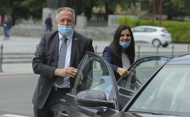 Minister za gospodarstvo in prvak SMC Zdravko Počivalšek se je v težavnem obdobju znašel na prelomnici v svoji politični karieri.<br /> FOTO: Jože Suhadolnik/Delo