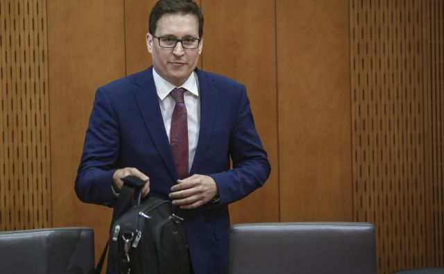Minister Boštjan Koritnik, novinec v politiki, od vseh pričakuje tvorno sodelovanje in državotvorno razmišljanje pri pripravi volilne zakonodaje, v smeri rešitve ustavne odločbe in ne ustvarjanja napetosti ter pridobivanja poceni političnih točk. FOTO: Jože Suhadolnik