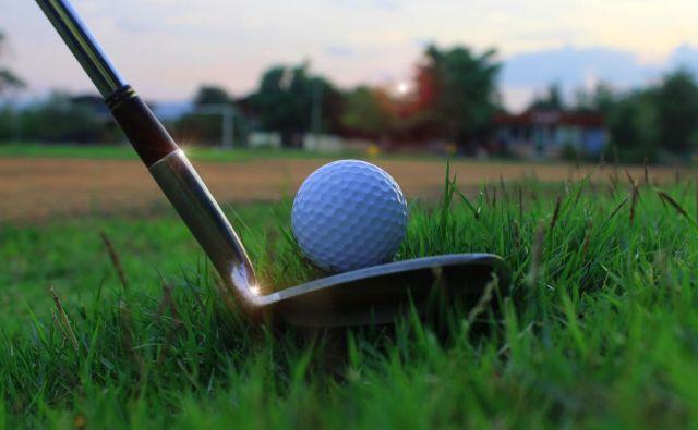 Ko je žogica pripravljena na strel, ko leti po zraku, imaš popoln nadzor in zaslugo za uspeh ali polom lahko pripišeš samo sebi – tako je v golfu, tenisu, na črti za proste mete in v poslu. FOTO: Shutterstock