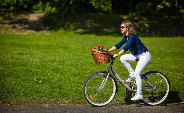 Mestno kolesarjenje Foto Jacek Chabraszewski Shutterstock / Jacek Chabraszewski