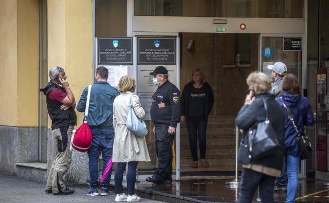 Uradniki iz Tobačne ulice so stavko napovedali že na začetku oktobra lani, a so jo v zadnjem trenutku odpovedali. FOTO: Voranc Vogel/Delo