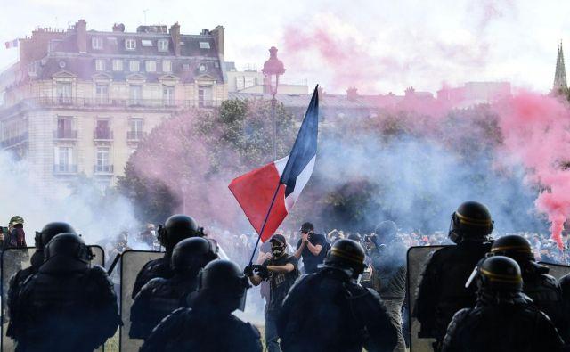 Množični protesti zdravstvenih delavcev v Parizu Foto: Alain Jocard/Afp