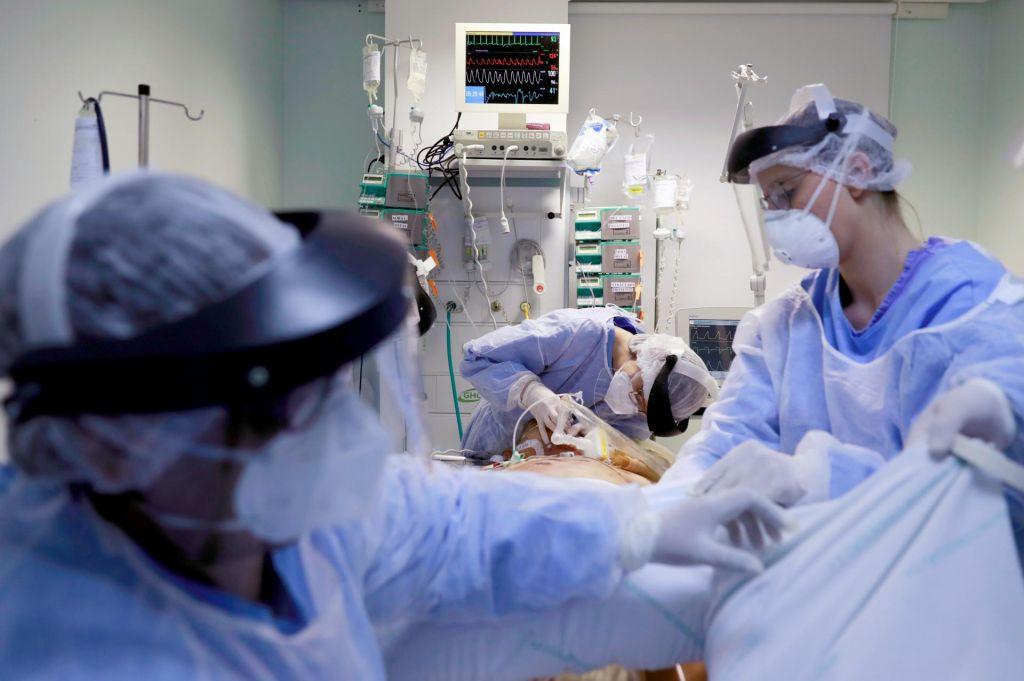 FOTO:Brazilija v boju z virusom, Bolsonaro z institucijami