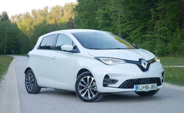 Renault zoe v novi generaciji ni bistveno spremenil zunanje podobe, pohvalno pa so mu zdaj vgradili sodobne LED-žaromete. FOTO: Boštjan Okorn