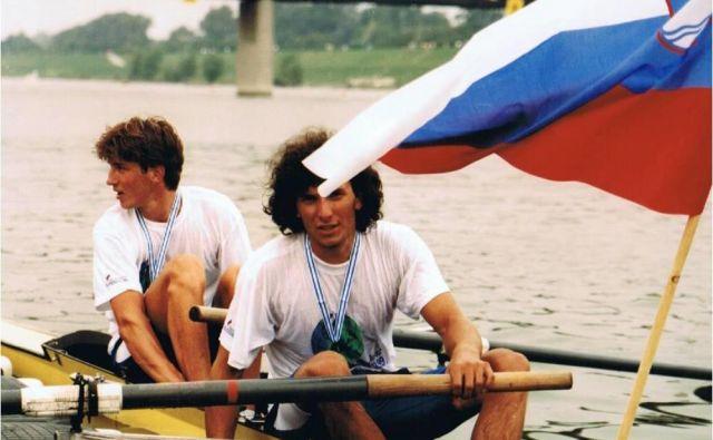 Iztok Čop in Denis Žvegelj sta 1. avgusta 1991 na svetovnem prvenstvu na Dunaju osvojila srebrno kolajno v dvojcu brez krmarja Foto: Veslaška Zveza Slovenije