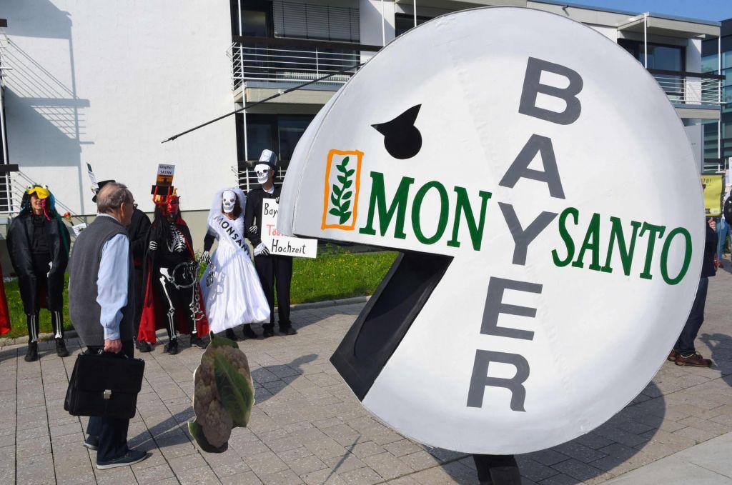Bayer bo plačal okoli 10 milijard evrov zaradi glifosata